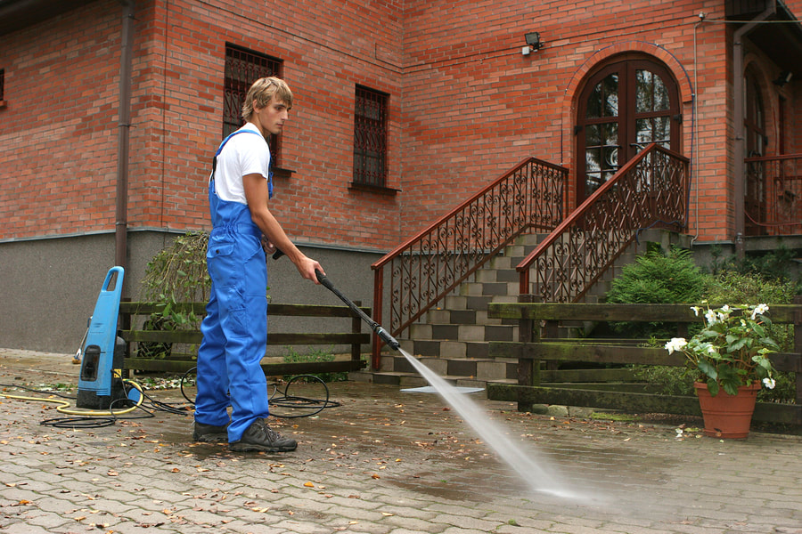 Iconic Pressure Washing Window Cleaner